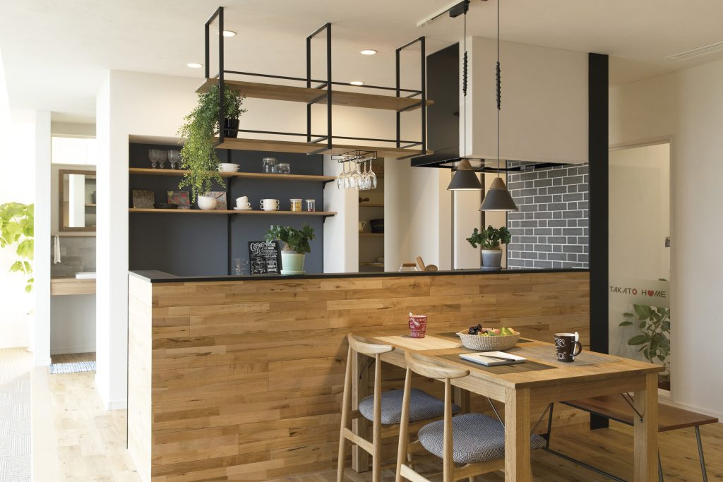 造作が映える、カフェ風キッチンのある暮らし