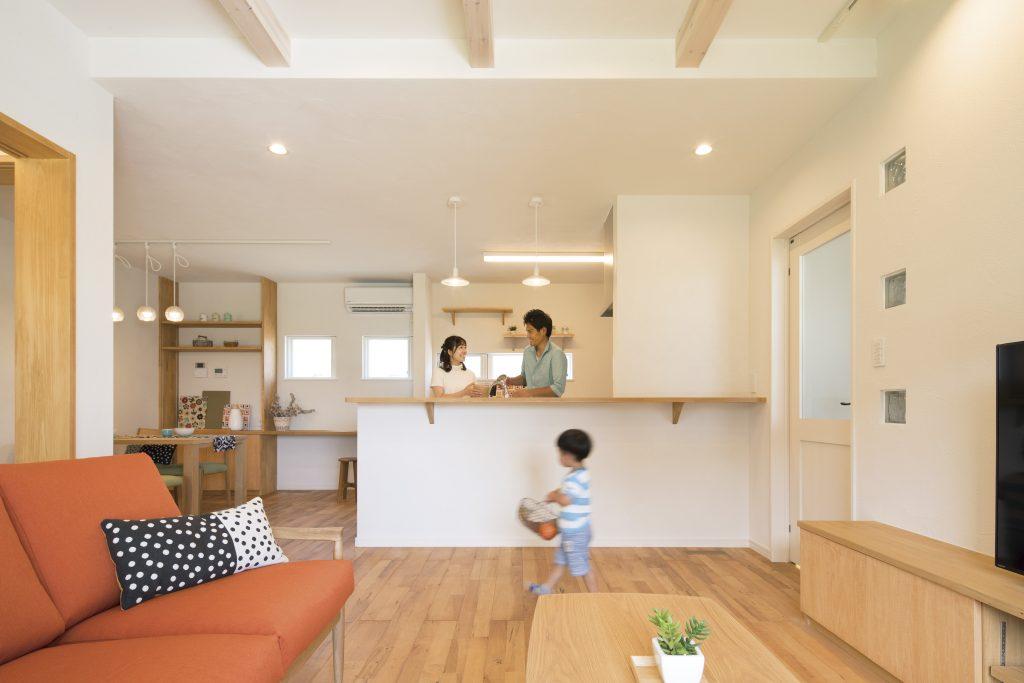 優しい印象の無垢床×造作家具で大人ナチュラルな可愛い家