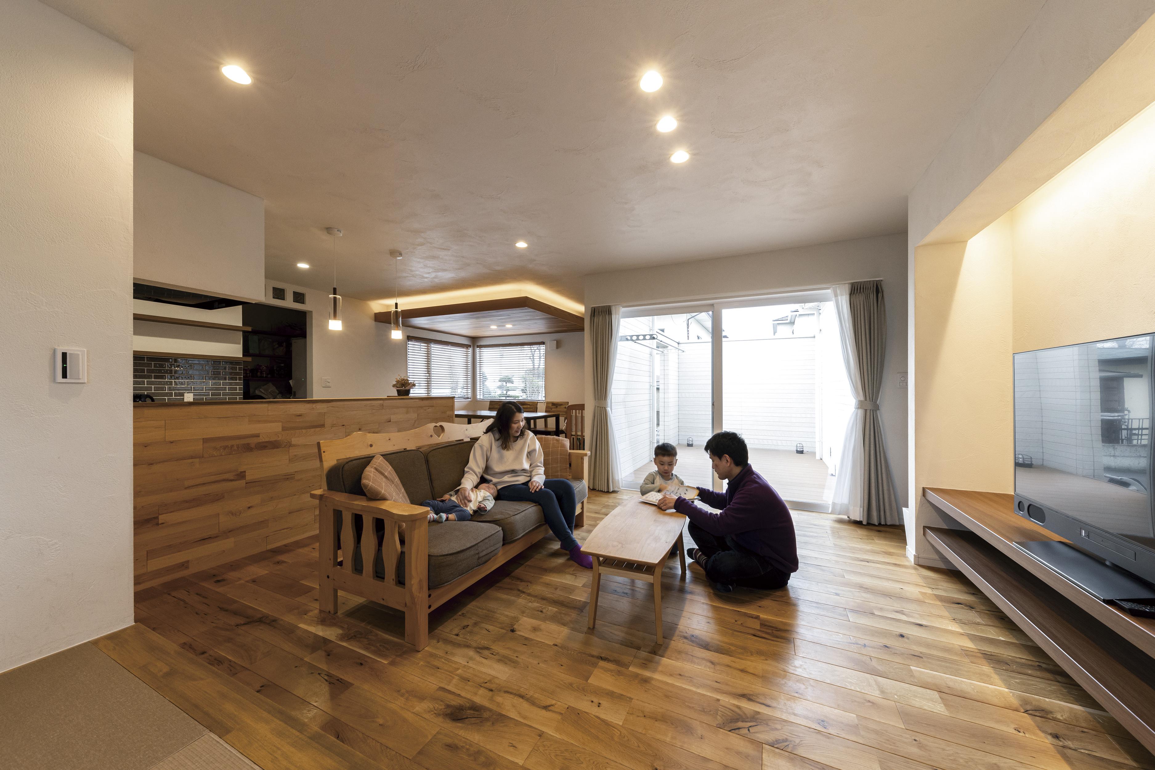 間接照明で雰囲気UP!板張りダイニングの平屋の家